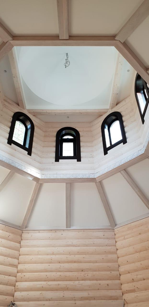деревянные окна арочные в храм